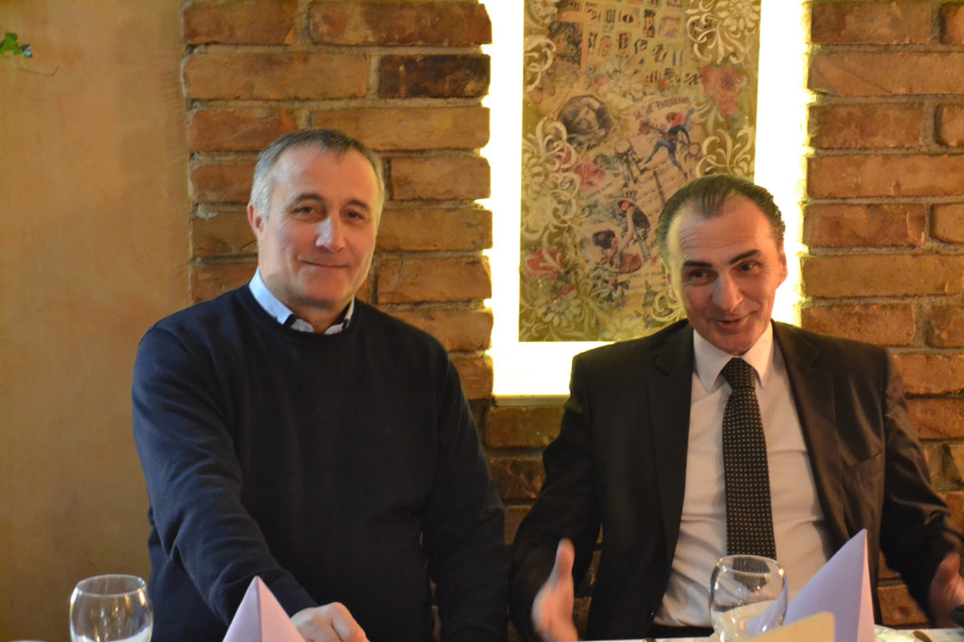 Mile Milošević (left), president of the Serbian War Veterans' Association, dined with Enver Krluć (right), president of the Veterans Union of Bosnia-Herzegovina, in an effort to reconcile opposing sides from the Yugoslav wars.